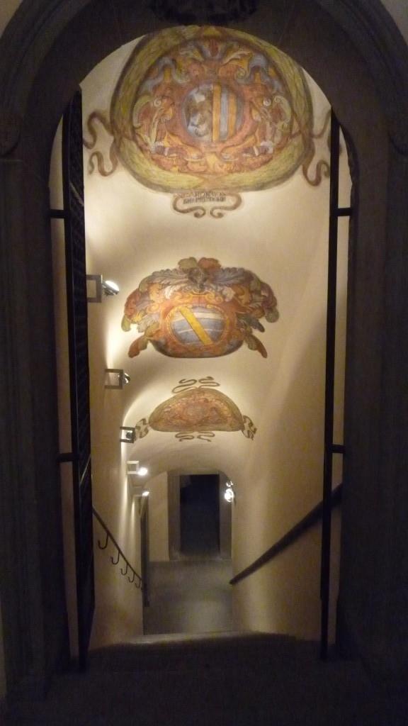 19 soffitto della scala stemmi dipinti