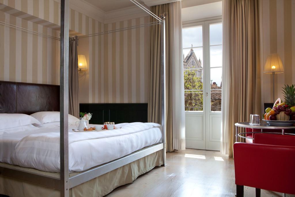 1_Relais_Santa_Croce_Deluxe_Room_CR.MOREAU