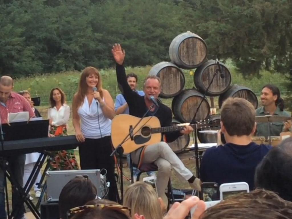 Il saluto di Sting al pubblico dopo aver cantato