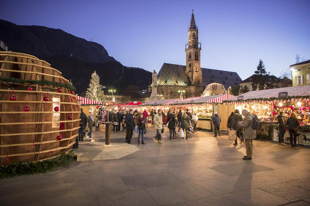 A Bolzano il Mercatino di Natale tra artigianato e piatti tipici dal ...