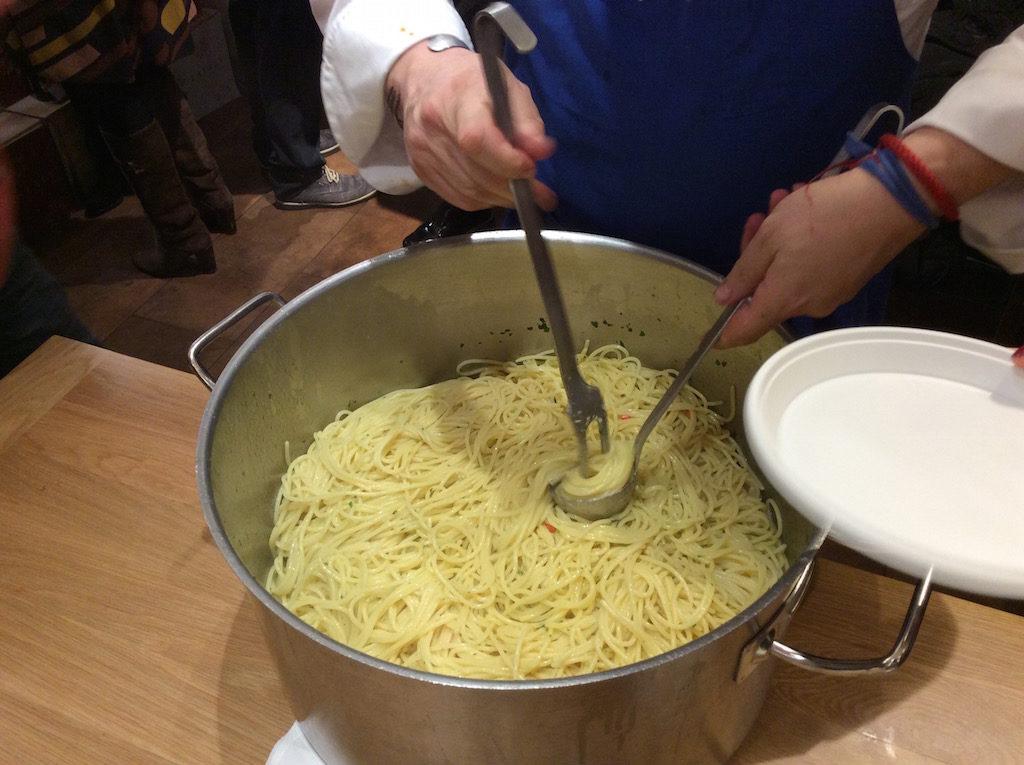 spaghetti-con-colata-di-alici-eataly-firenze